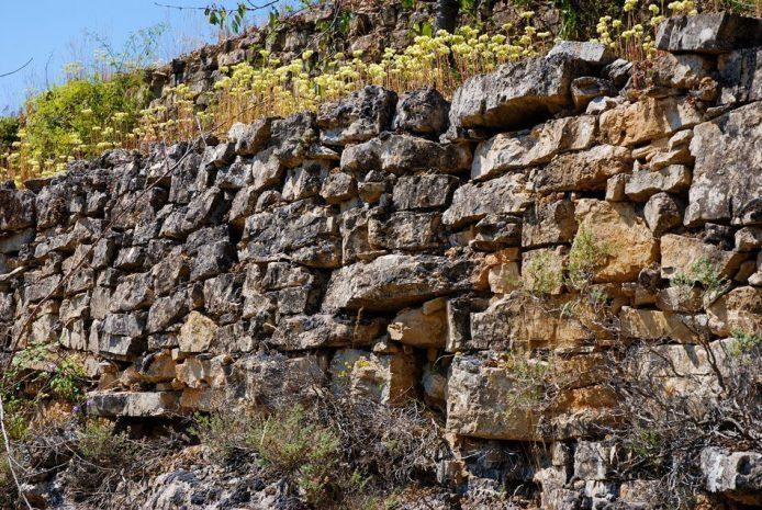 paysage-terrasse-mur-pierre