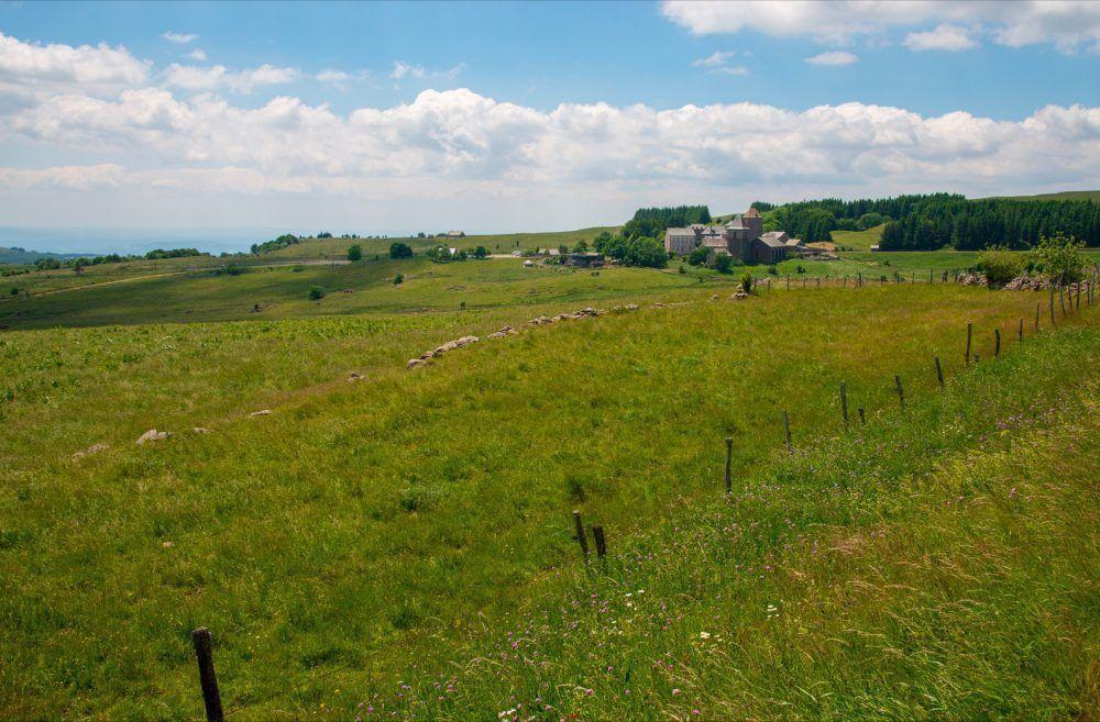 1-aubrac-village-OPP-NA-2015
